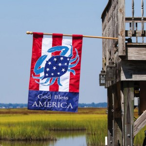 Coastal America Crab Garden Flag in Chatham, NJ | SUNNYWOODS FLORIST