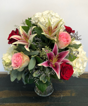 Coastal Valentine Vase Arrangement in Bluffton, SC | BERKELEY FLOWERS & GIFTS