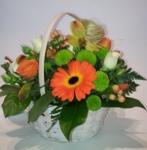 COLOURFUL BASKET Small basket arrangement