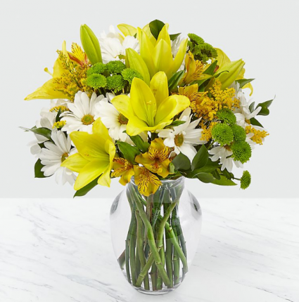 COME RAIN OR COME SHINE BOUQUET YELLOW ,WHITE AND GREEN FLOWERS