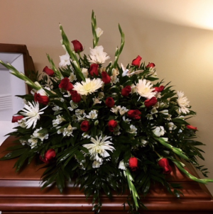 Comfort Red Rose, White Spiders with White Filler in Plainview, TX | Kan Del's Floral, Candles & Gifts