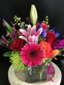 Compact spring bouquet