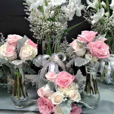 DANIELLA'S WEDDING PACKAGE BRIDE, 2 BRIDESMAIDS, 2 VASES, 3 BOUTONNIERES