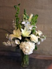WHITE BEAUTY Fresh Arrangement