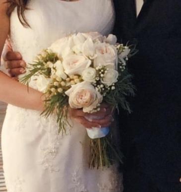 creme white bridal bouquet