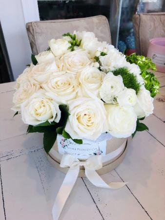 Crispy White assorted flowers