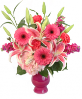 Cupid's Arrow Fresh Arrangement in a Vase