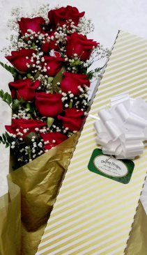 Cupid's Box Boxed Dozen Roses w/Greens and BB