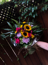 Sunny Hand-tied bouqet 3 sided bright colours