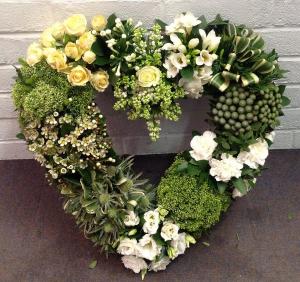 Custom Made Wreaths   in Oakville, ON   ANN'S FLOWER BOUTIQUE-Wedding & Event Florist