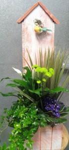 D109 birdhouse planter