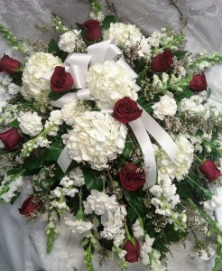 D175 red roses & white hydrangeas