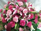 D179  pink & hot pink carns & lilys