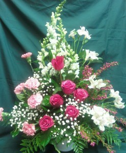 D3012 HOT PINK ROSES WITH WHITE FLOWERS