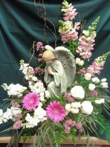D369 kneeling angel & flowers