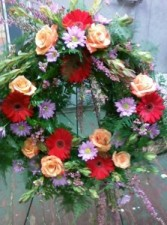 D4 wreath free spirit roses & red gerbs