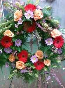 D4 wreath free spirit roses & red gerbs