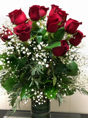 Dailey's Classic Dozen Roses Arranged in Fairfield, CT | Blossoms at Dailey's Flower Shop