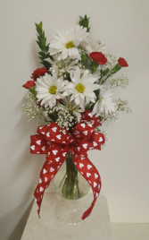 Daisies and hearts Vase arrangement