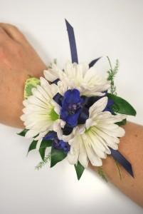 Daisy Blues Wrist Corsage