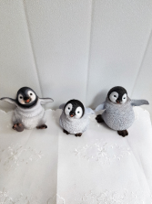 Gift-Dancing Happy Feet Penguines approx 5 1/2 inches high