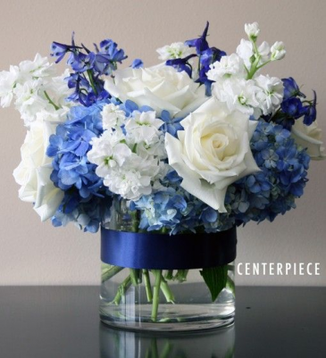 DARK BLUE ELEGANT MIXTURE OF FLOWERS