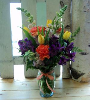 Darling Blooms Vase arrangement in North Adams, MA | MOUNT WILLIAMS GREENHOUSES INC