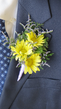 Darling Daisies Boutonniere