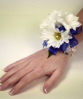 Dazzling Daisy Corsage wrist corsage