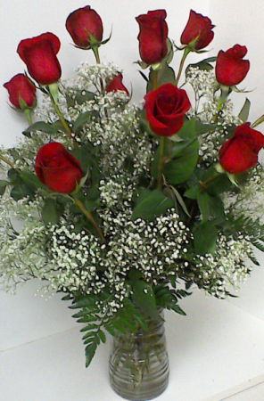 Dazzling Dozen Dozen Roses Vased