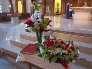 "DCW352 15"" Cremation Urn Wreath With Vased Arrangement in Naples, FL   DYNASTY FLOWER SHOP"