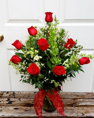 Deluxe Dozen Roses Vased Arrangement in Auburn, AL | AUBURN FLOWERS & GIFTS