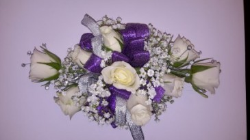 Deluxe Rose Wrist Corsage