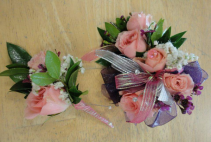 Deluxe Sweetheart Rose Corsage