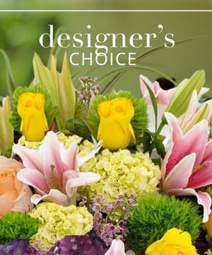 Spring  Bouquets  Designer's Choice  in Southern Pines, NC | Hollyfield Design Inc.