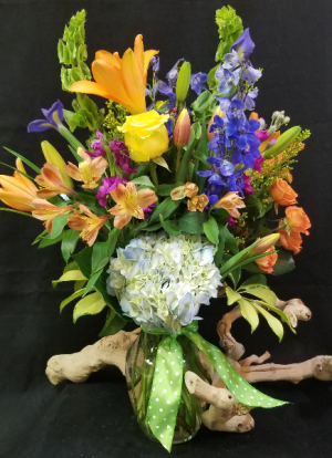 Designers Choice  Mixed Seasonal Designs in Tampa, FL | APPLE BLOSSOMS FLORAL DESIGN