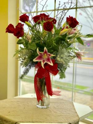 Diamond dozen  Rose arrangement  in Monmouth, OR | PETALS & VINES FLORIST