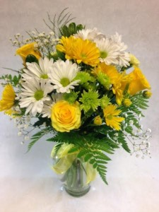 DLF Florist Designed Vase of Fresh Yellow Sunshine Best Seller in Detroit Lakes, MN | DETROIT LAKES FLORAL