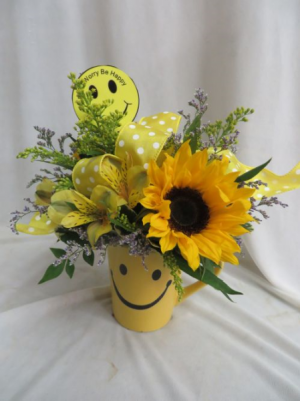 Don't Worry Be Happy Smiley Face Mug with Fresh Flowers in Farmville, VA | CARTERS FLOWER SHOP