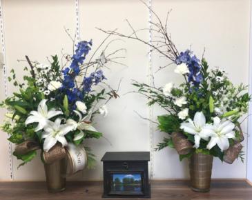 Double tribute Urn arrangement