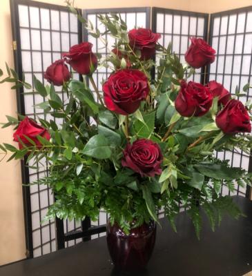 Dozen black pearl roses