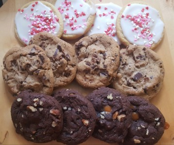 Dozen mixed cookies...4 iced sugar,4 chocolate chu 4 turtle brownie pecan. NEED 30 HOUR NOTICE FOR DELIVERY.