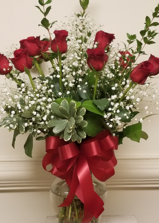 Dozen red rose arrangement Roses