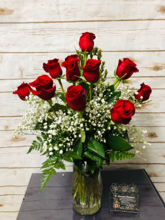 Dozen rose arrangement