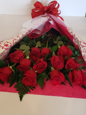 Dozen Red Roses Bouquet in Stouffville, ON | Centerpiece Flowers