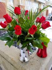 dozen roses in vase with battery operated lights