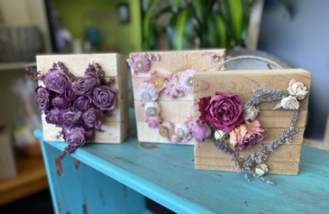 DRIED FLOWER HEARTS Gift