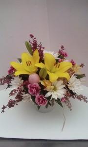 Easter Joy Fresh table arrangement