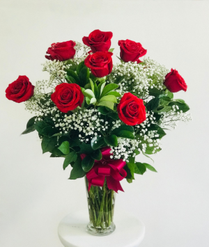 Elegant Dozen Red Roses CALL (805)653-6929 FOR MORE INFORMATION. in Ventura, CA | Mom And Pop Flower Shop