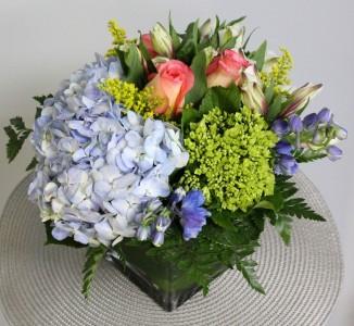 Spring flower designs a courtyard florist saint simons island ga elegant spring cube arrangement in saint simons island ga a courtyard florist mightylinksfo